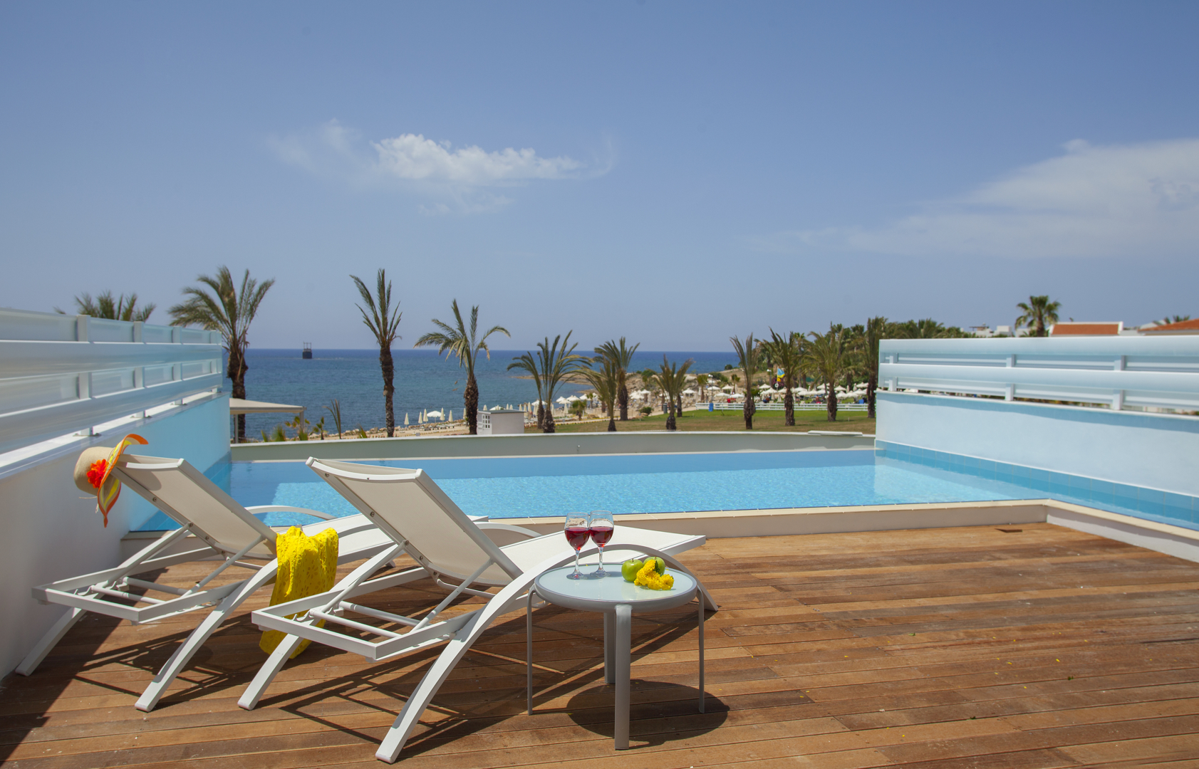 KING EVELTHON BEACH HOTEL 5* - Suite with private pool front sea view
